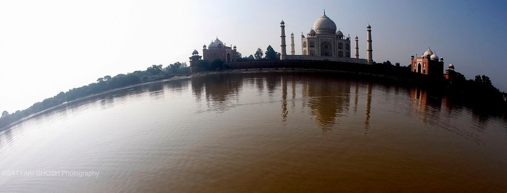 A DAY AT TAJ, FROM DAWN TO DUSK