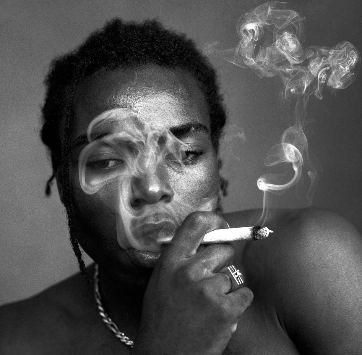 1lindsey_smoke2
