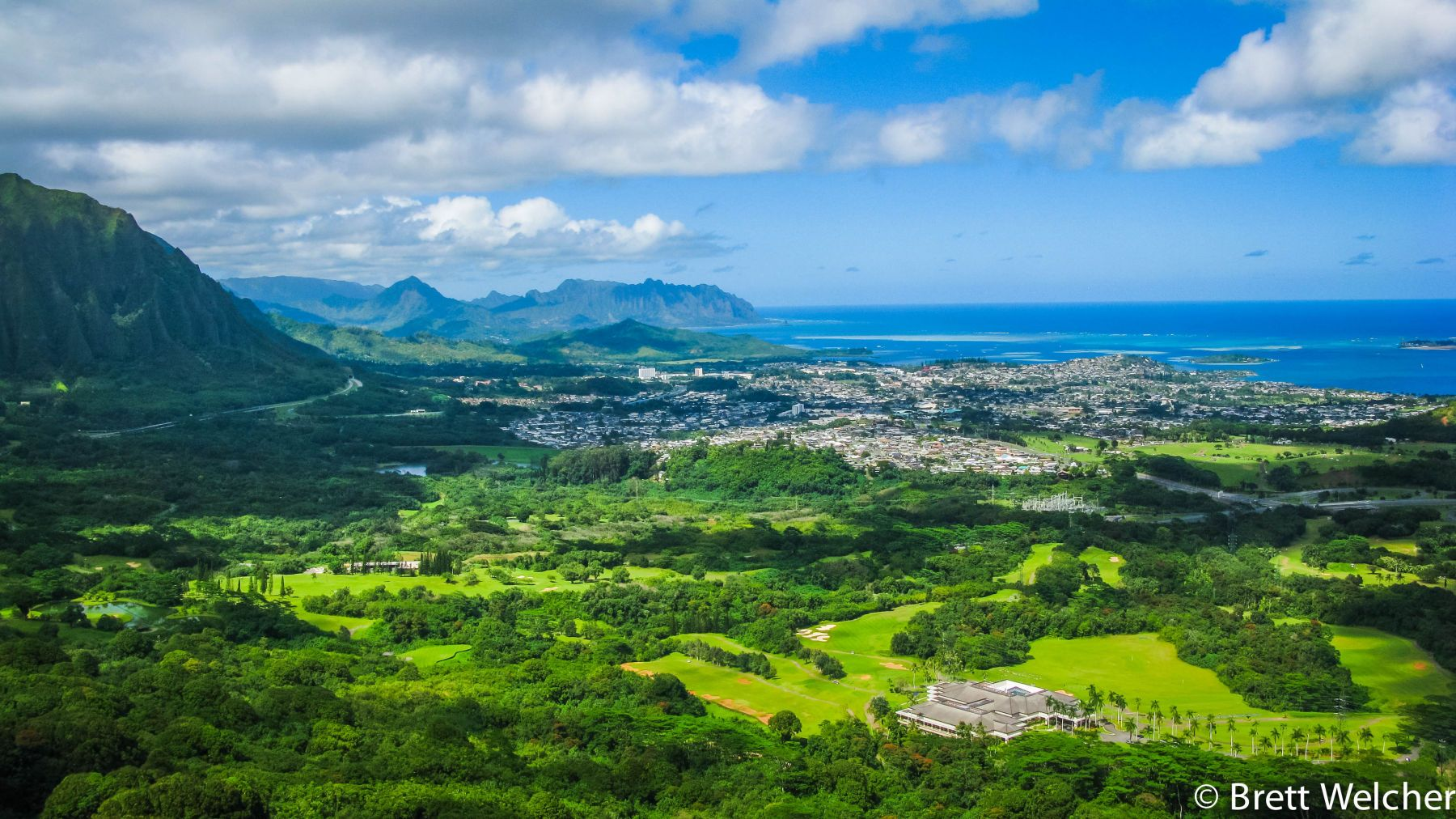Nuʻuanu Pali Lookout - Honolulu, Hawaii