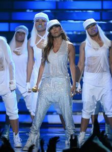 1jennifer_lopez_american_idol_finale_performance_29.jpg