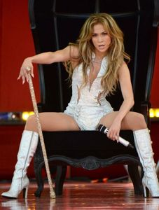 1jennifer_lopez_performing_on_good_morning_america_in_new_york_9.jpg
