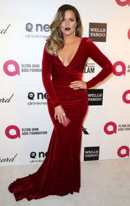1khloe_kardashian_elton_john_aids_foundation_p7bgwkncau9x.jpg