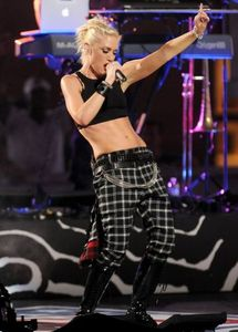 1no_doubt_2012_nfl_kick_off_concert_06.jpg