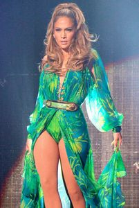 1r1401970044_jennifer_lopez_back_in_versace.jpg