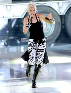1gwen_stefani_no_doubt_perform_at_teen_choice_awards_2012_01.jpg