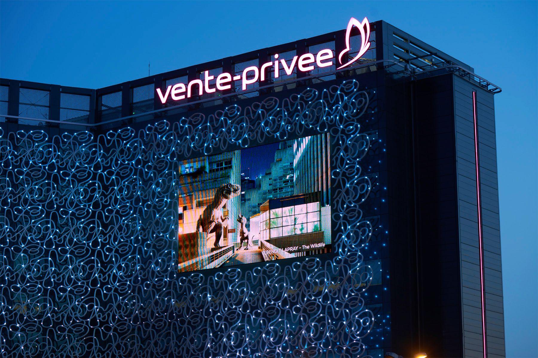 """Projection de """"The Wildlife"""" sur la Digitale Façade de Vente Privée à Saint-Denis (Juin 2017)"""