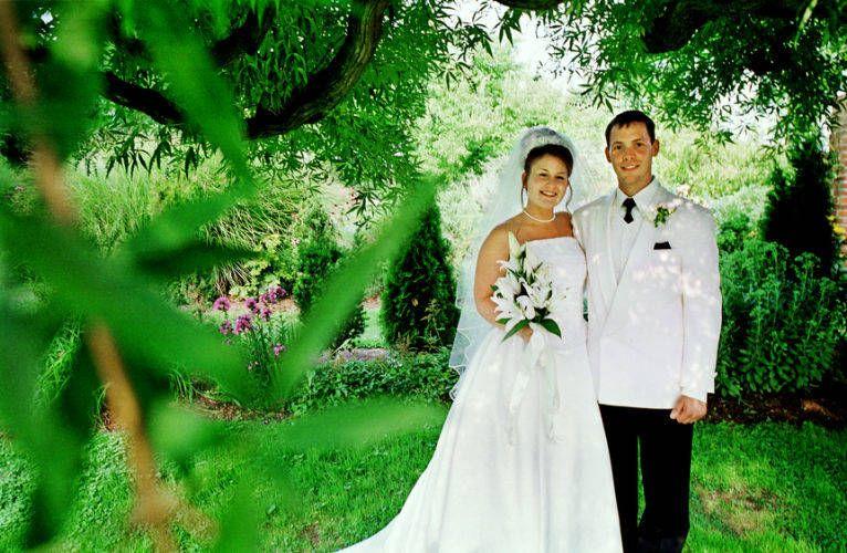 1_6_couple_under_tree