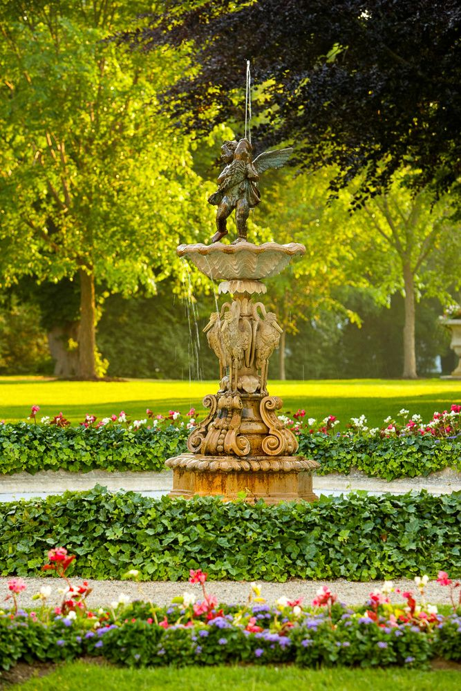 Fountain on the grounds of Rosecliff mansion in Newport