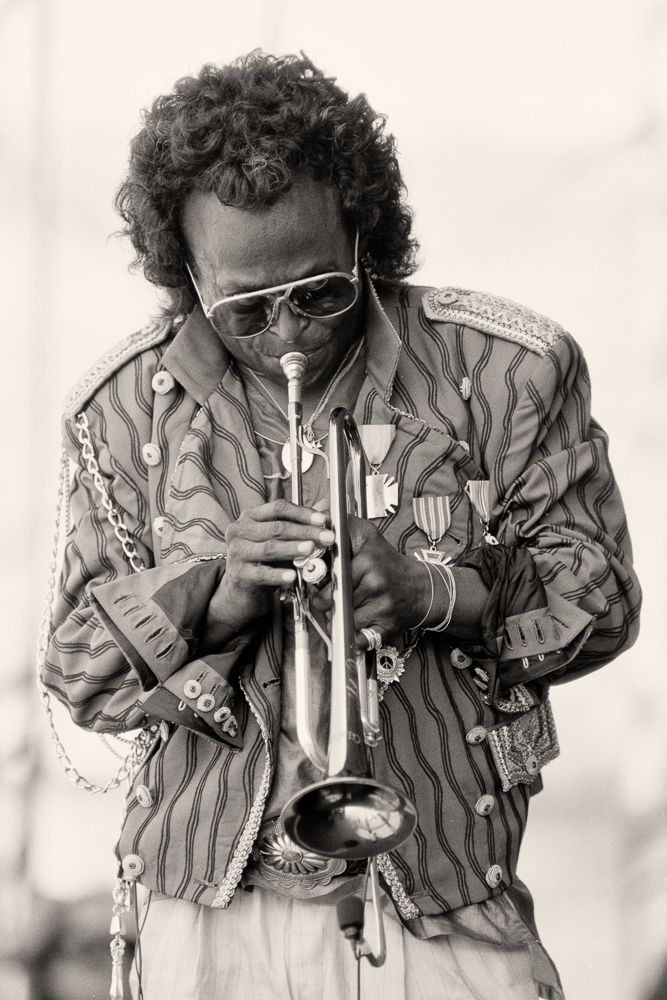Miles Davis plays for Newport jazz fans