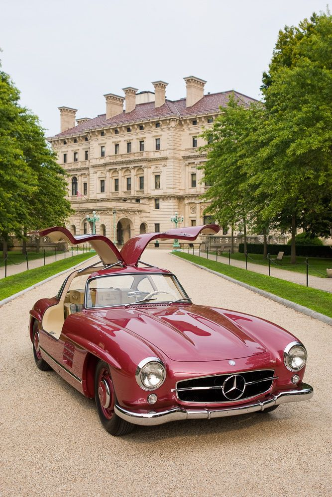 Mercedes Gull Wing, one of the fabulous cars at  The Concours d'´Elégance.