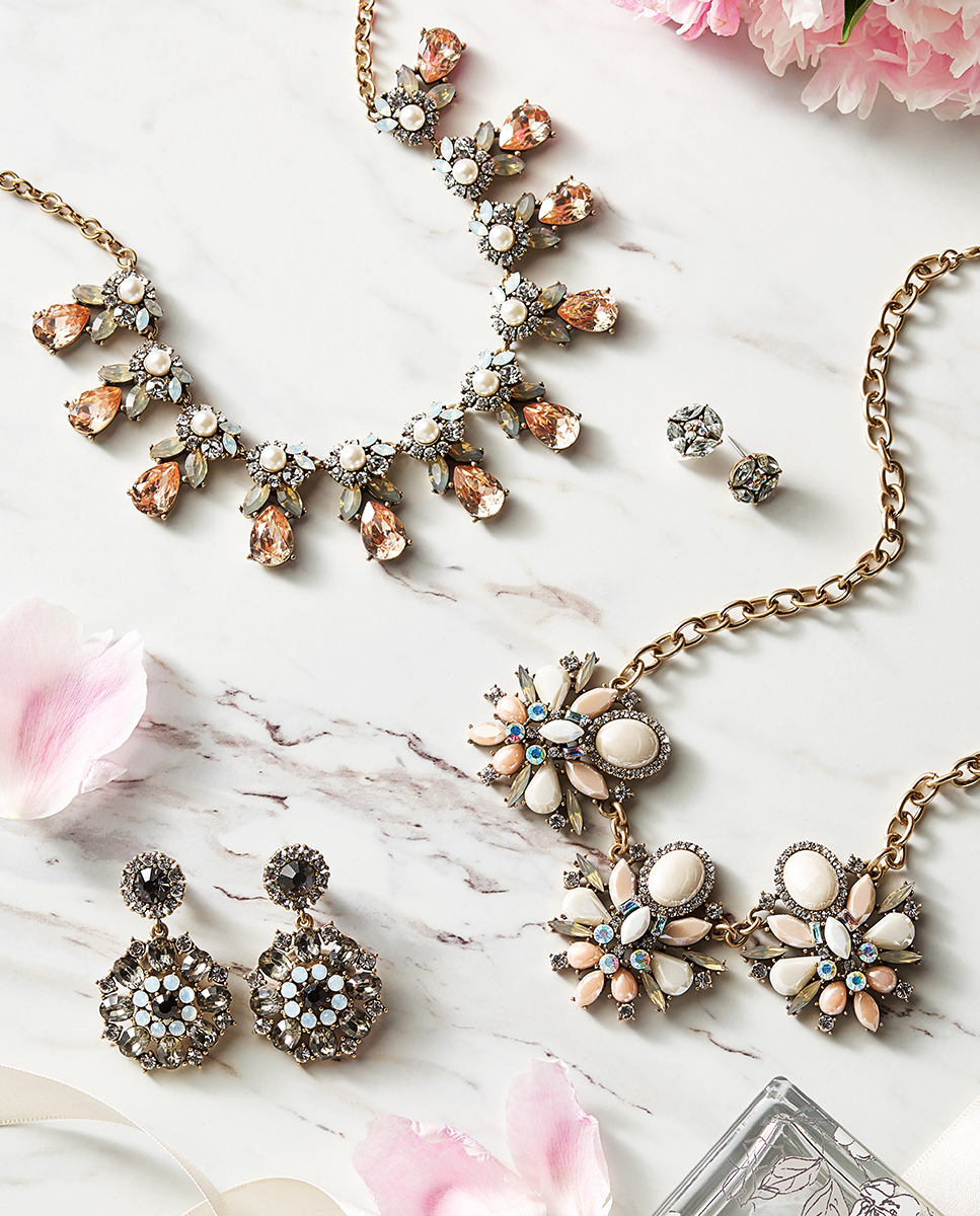 Jewelry necklace and earrings