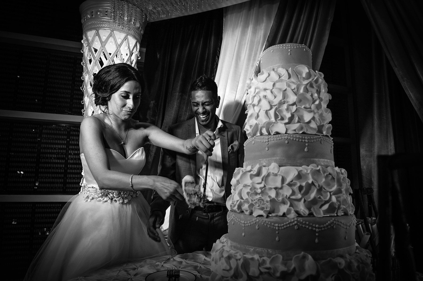Montreal indian wedding, bride and groom cutting the cake