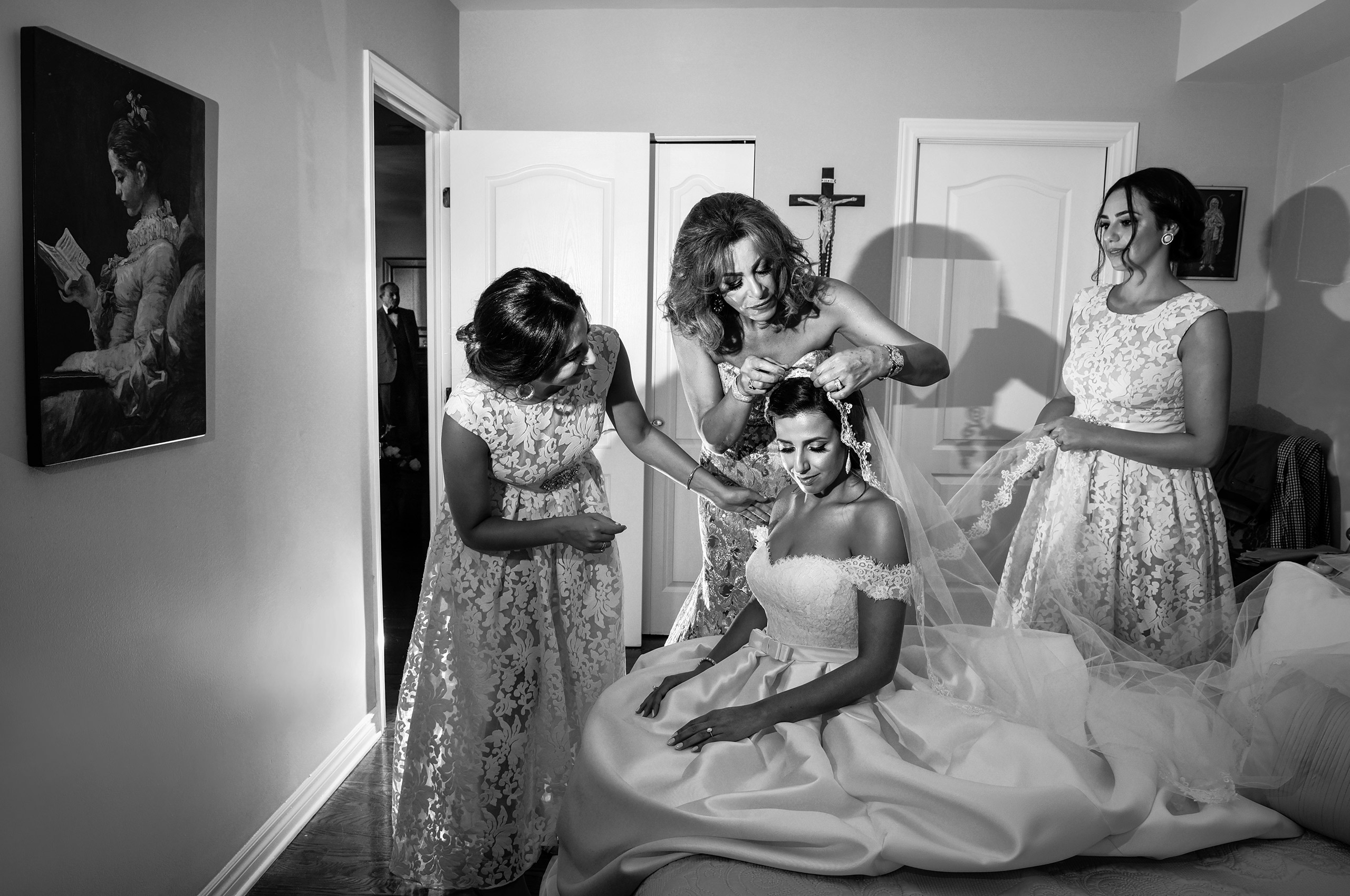 Bride is getting ready, montreal wedding photographer