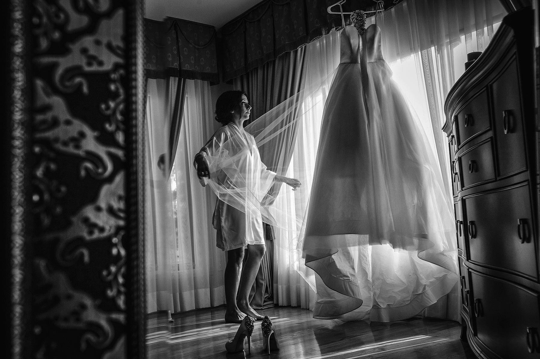 Montreal wedding photographer, wedding dress