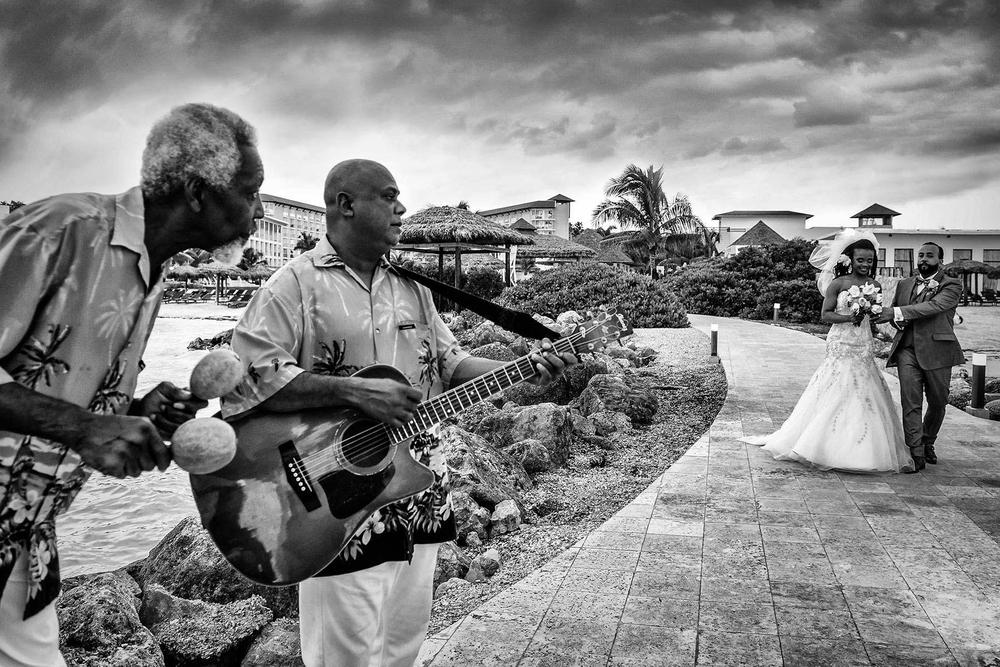 Destination wedding photographer, couple photo on the beach