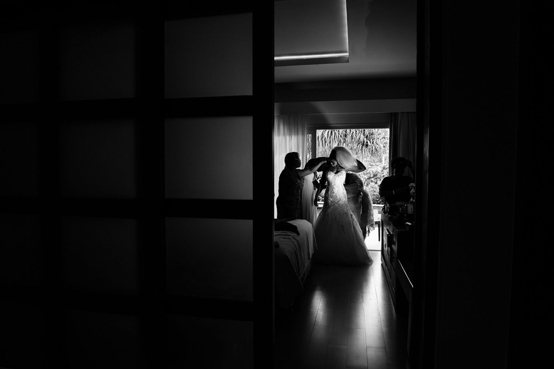 Getting ready, wedding story from Jamaica