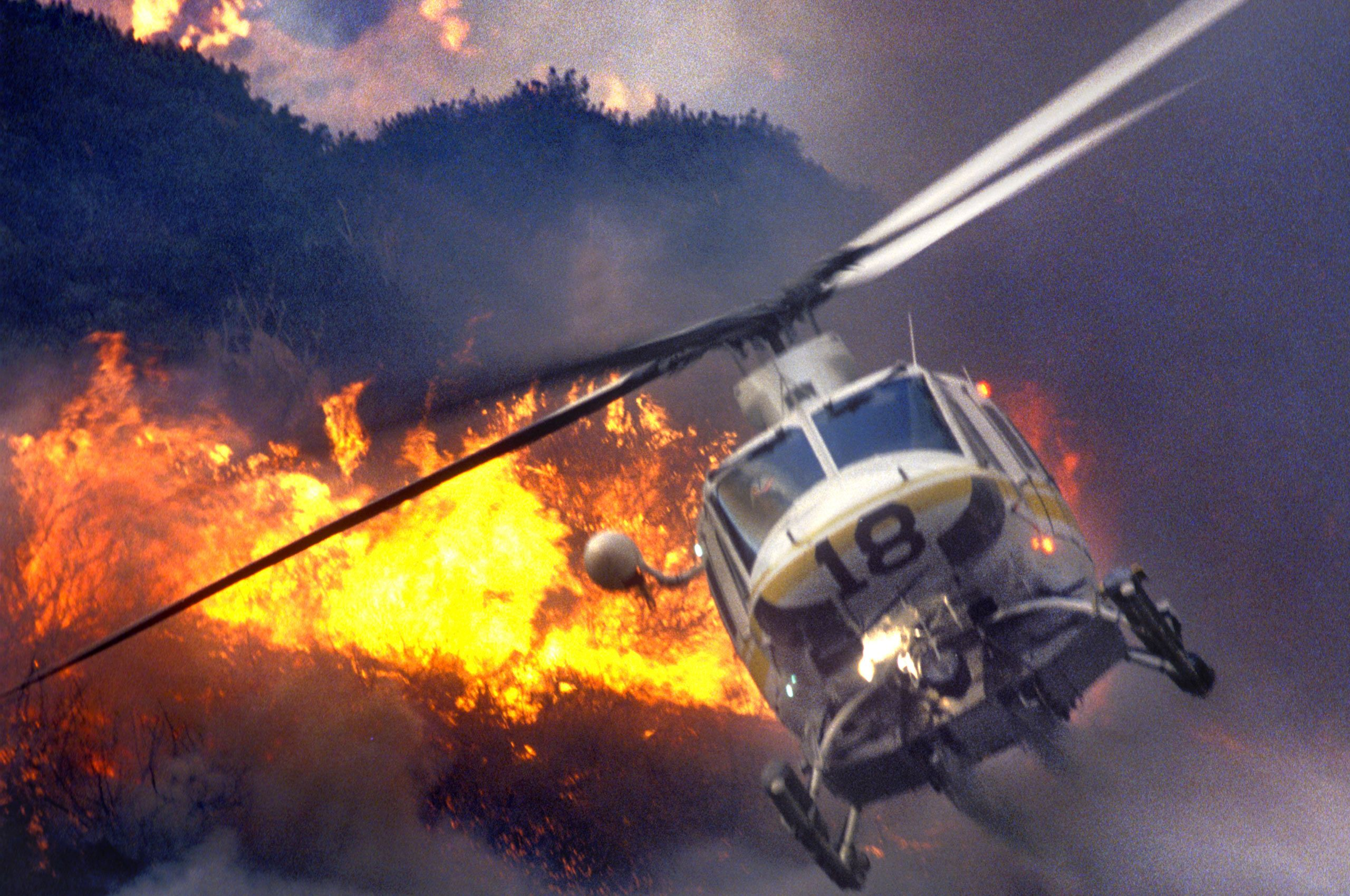01Helicopter-Drops-Water-on-Malibu-Fire-between-Ridges-November-1993.jpg