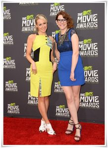 MTV-Movie-Awards-2013_Nikki-Glaser-Sara-Schaefer_360NoBS.com_.jpg