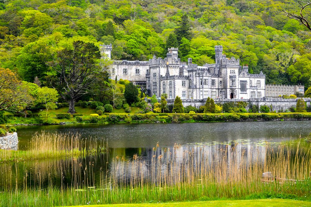 1_0_25_101_02_landscape_ireland_castle_refelcting_in_the_water_megan_stevens.jpg