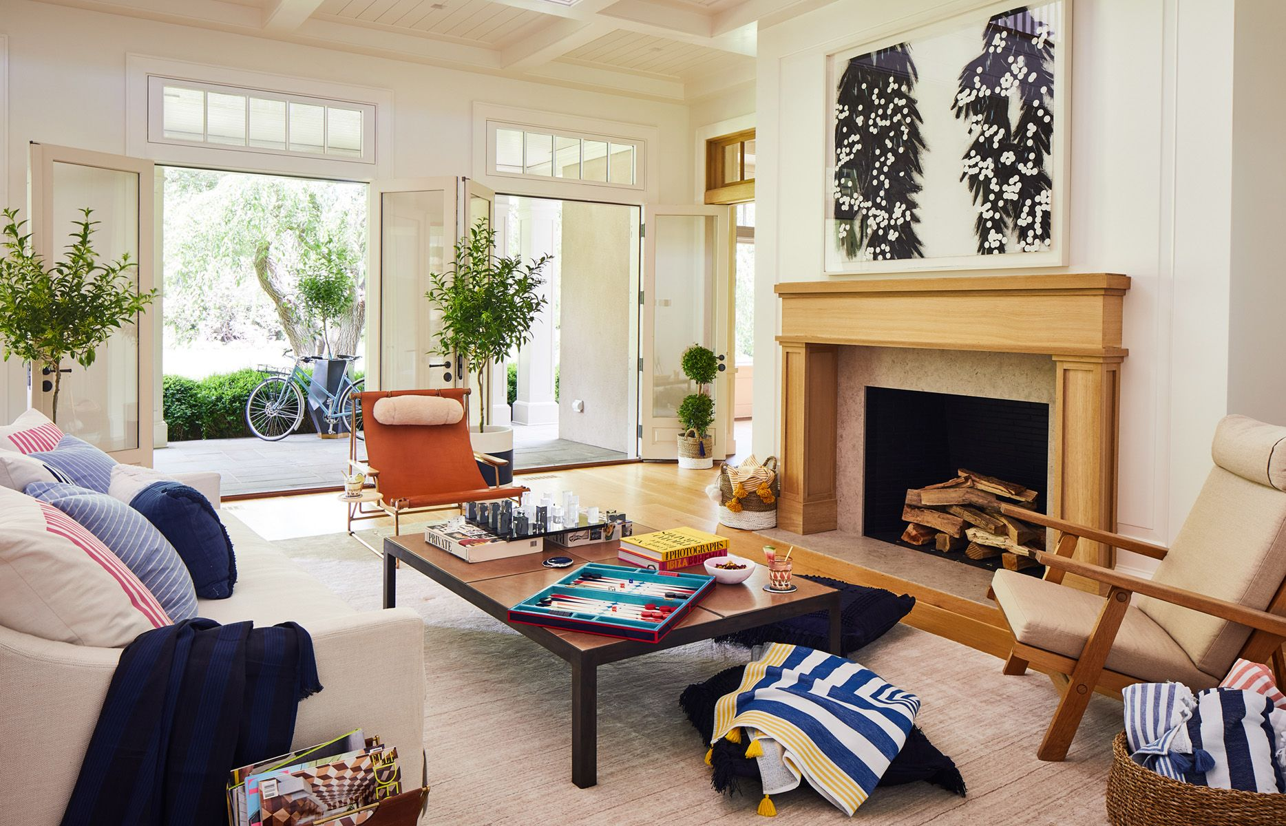Christopher White-ElleDecor_Sothebys_Hamptons_PoolParty_4.jpg