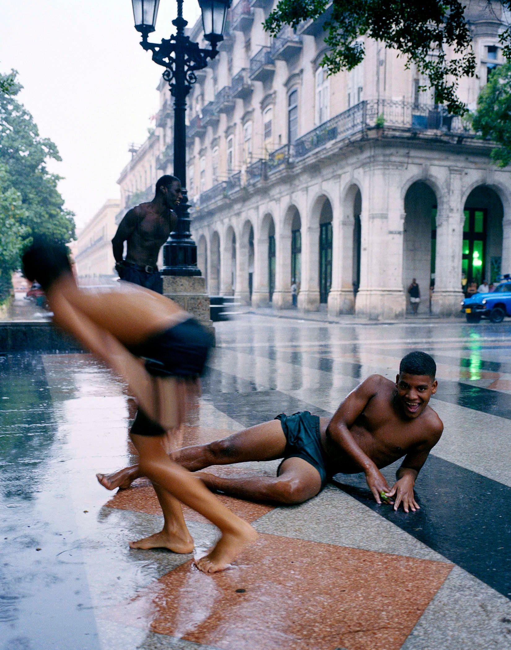 Men in the rain, Havana
