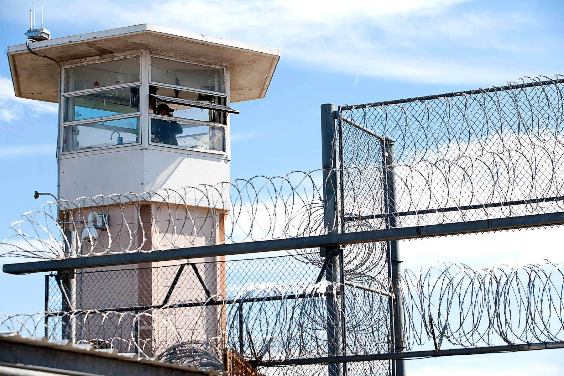 1angola_prison_rodeo_convicts_tower.jpg