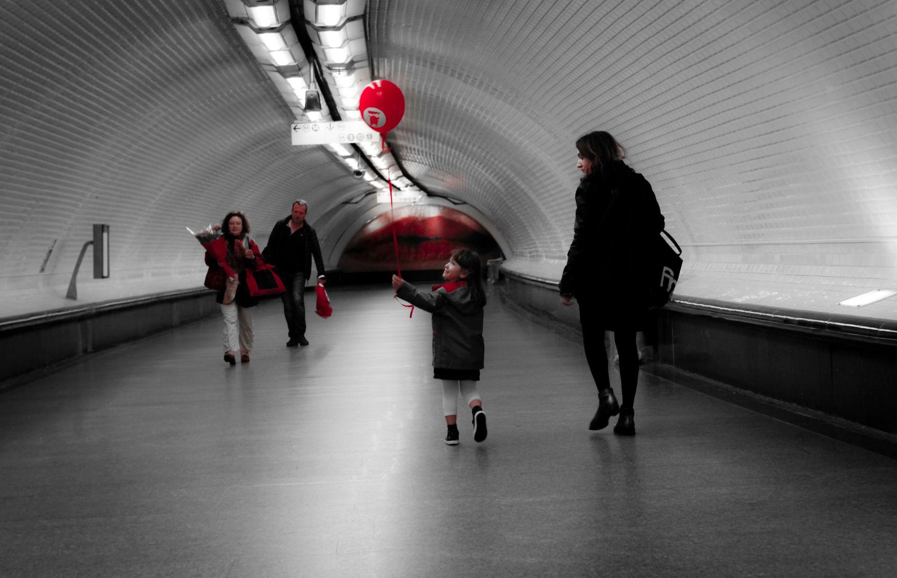 ParisRising-RedBalloon-8619.jpg