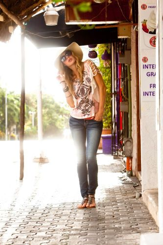 1Playa_street_and_hat.jpg
