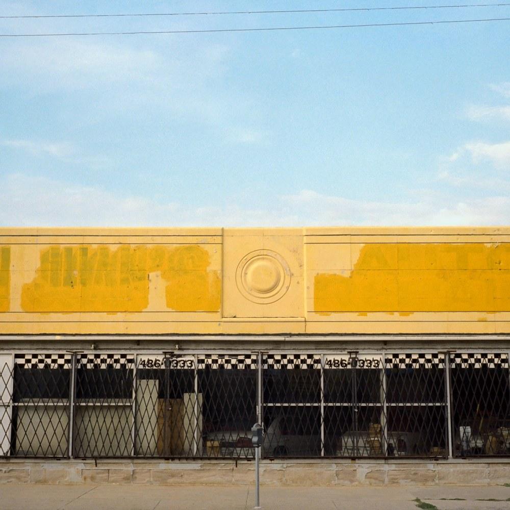 Ayuson_DL_yellow_store_800kb.jpg