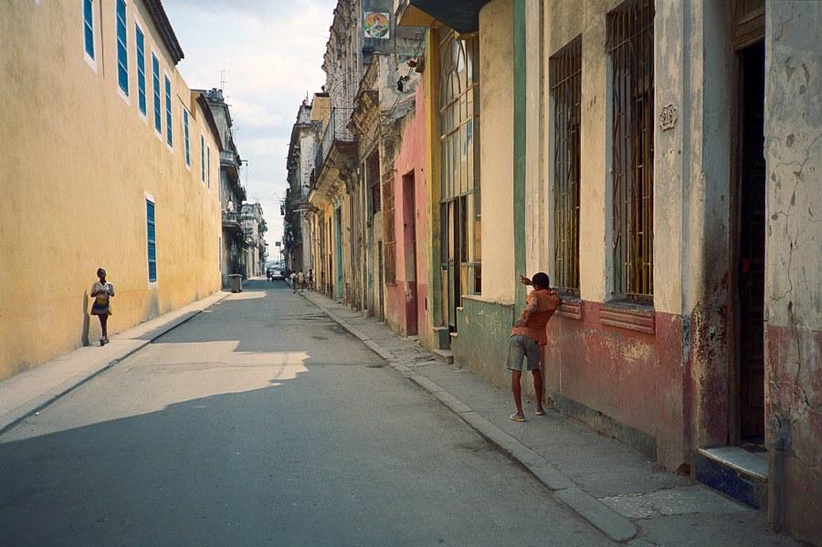 AYUSON_flirting_Havana_800kb.jpg