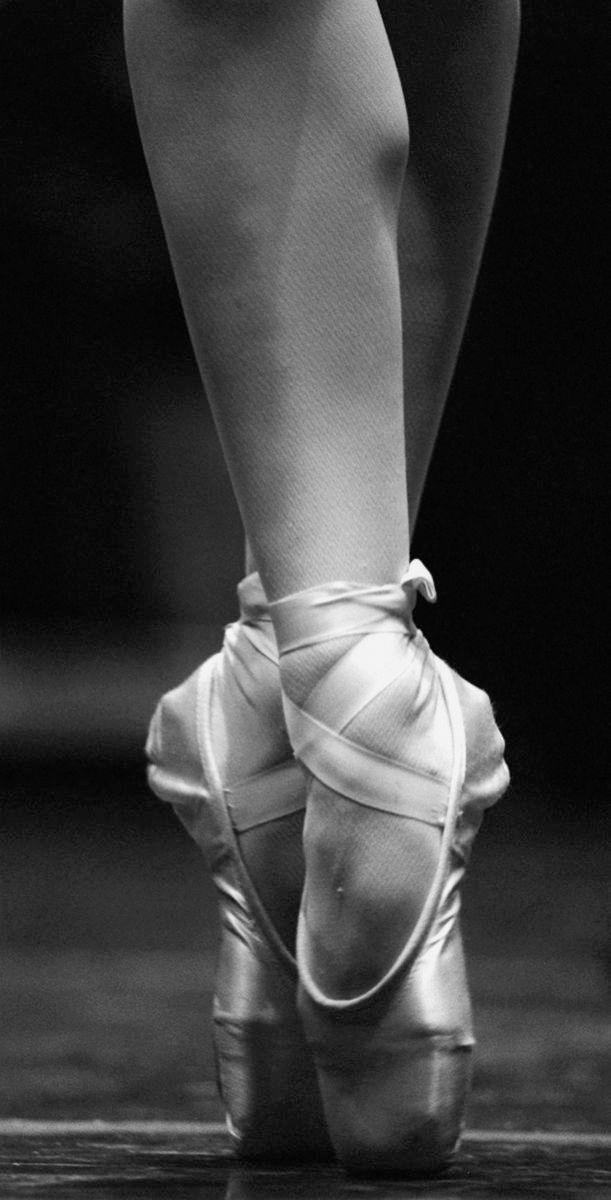 1pe___b_w_to_dance_toe_detail_