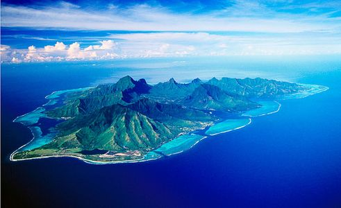 10.000 feet above Moorea , French Polynesia, Islands Magazine