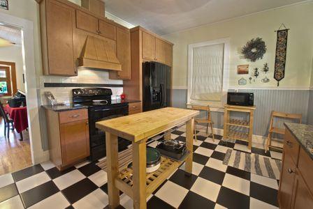 Kitchen 2w.jpg