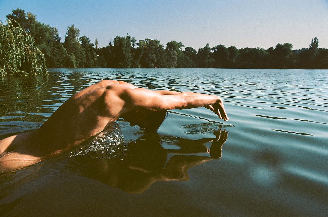 Steven_fast_Niv_shank_berlin_nude_male.jpg