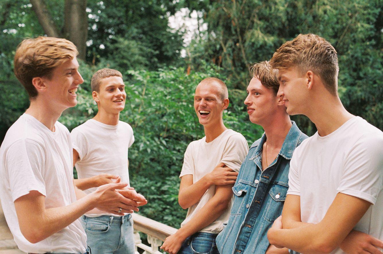 Amsterdam_apollo_boys004_Niv_shank.jpg