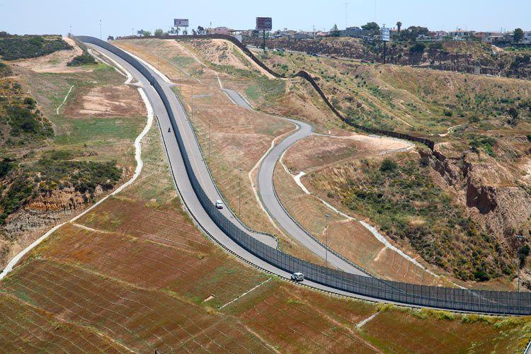 6_0_169_1US_Mexico_Border_B.jpg
