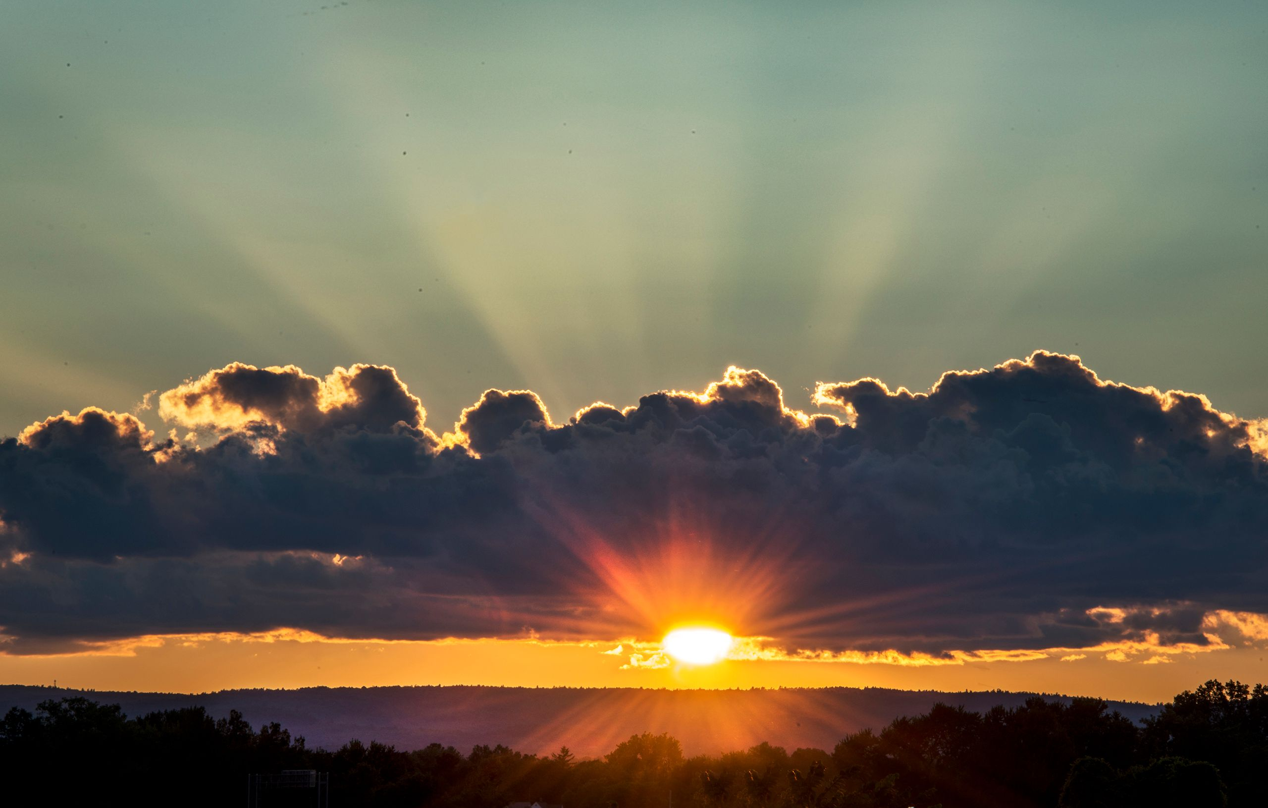 _DSC6803 Radiating Beams at Sunset, Northampton.jpg