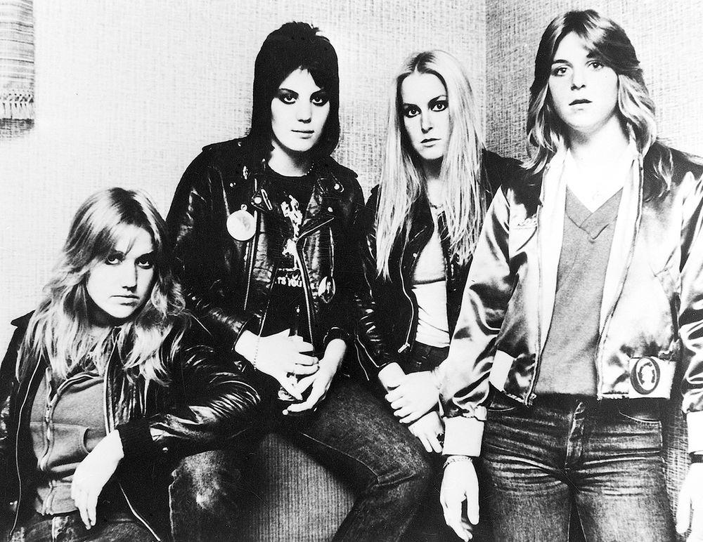 RUNAWAYS 1977 sm © Victory Tischler-Blue.jpg