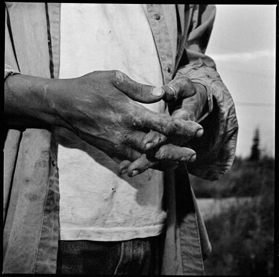 1av_charlies_hands