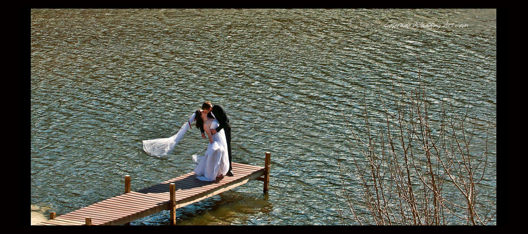 1colorado_wedding_photo_kiss_on_lake_