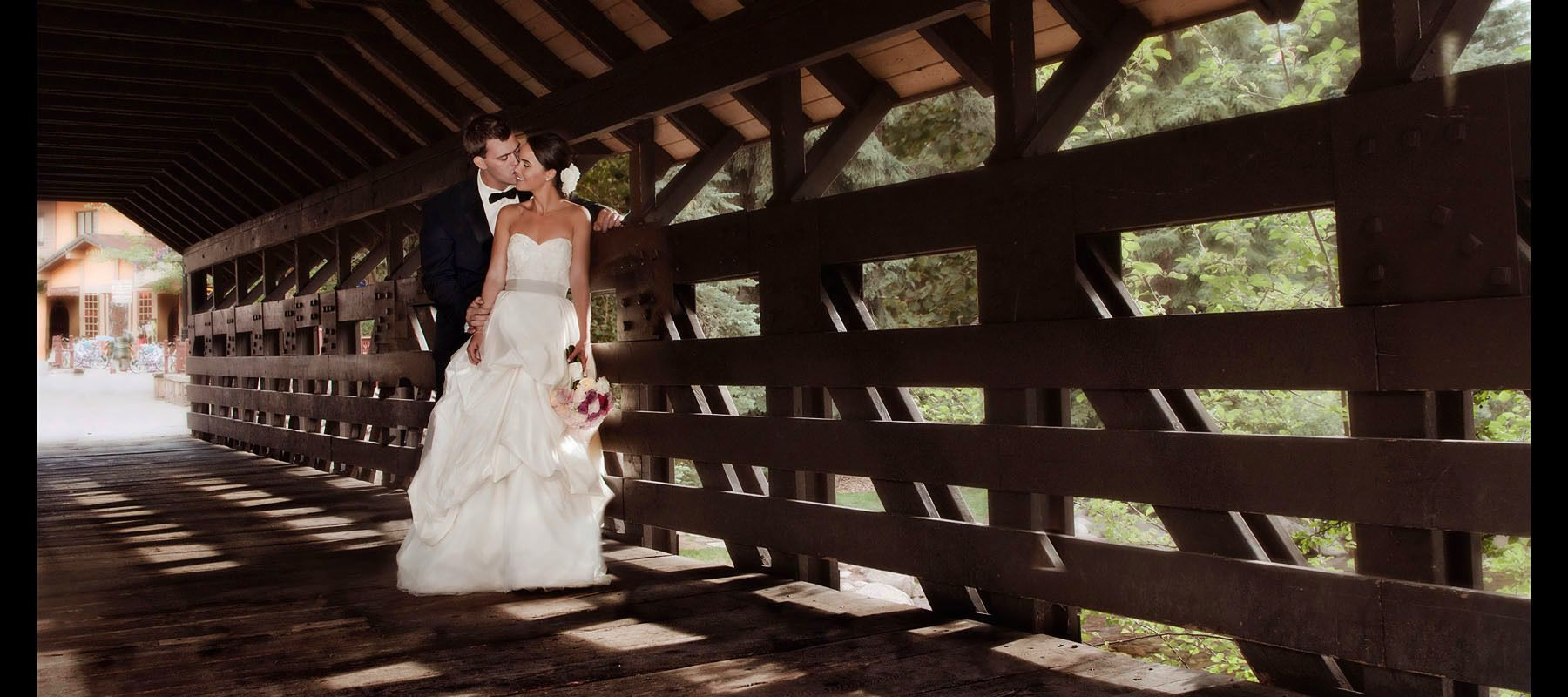 1kiss_the_bride_on_vail_bridge