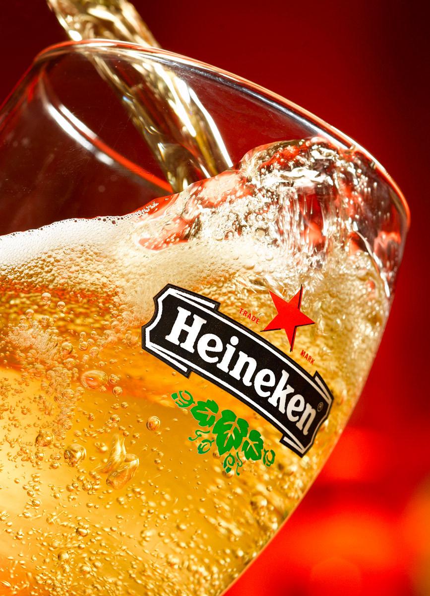 1Heineken_Beer_Pour