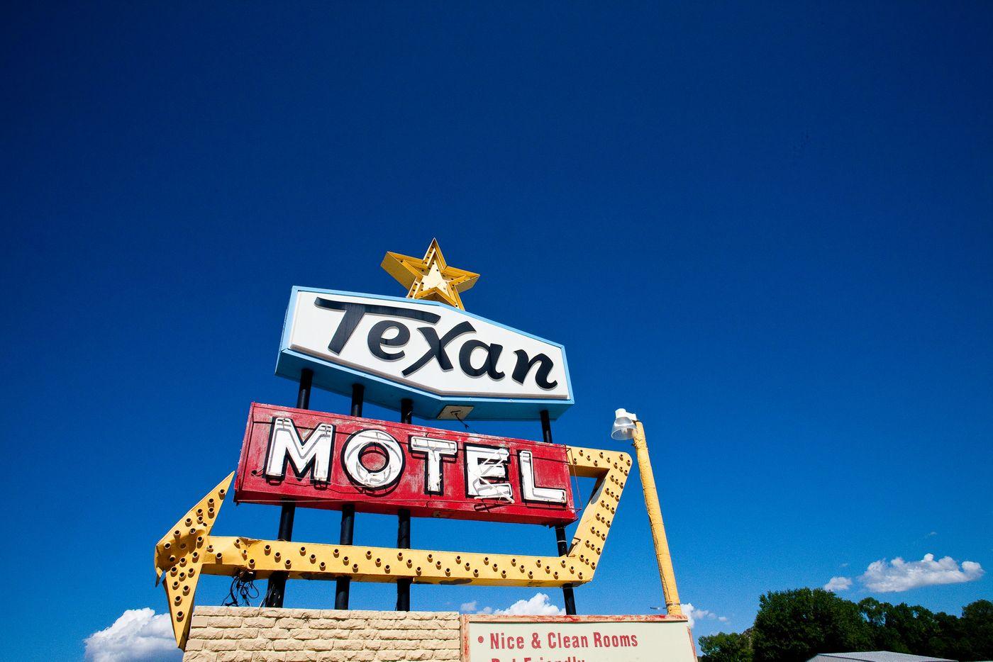 motel_2017_2018-4-WEB.jpg