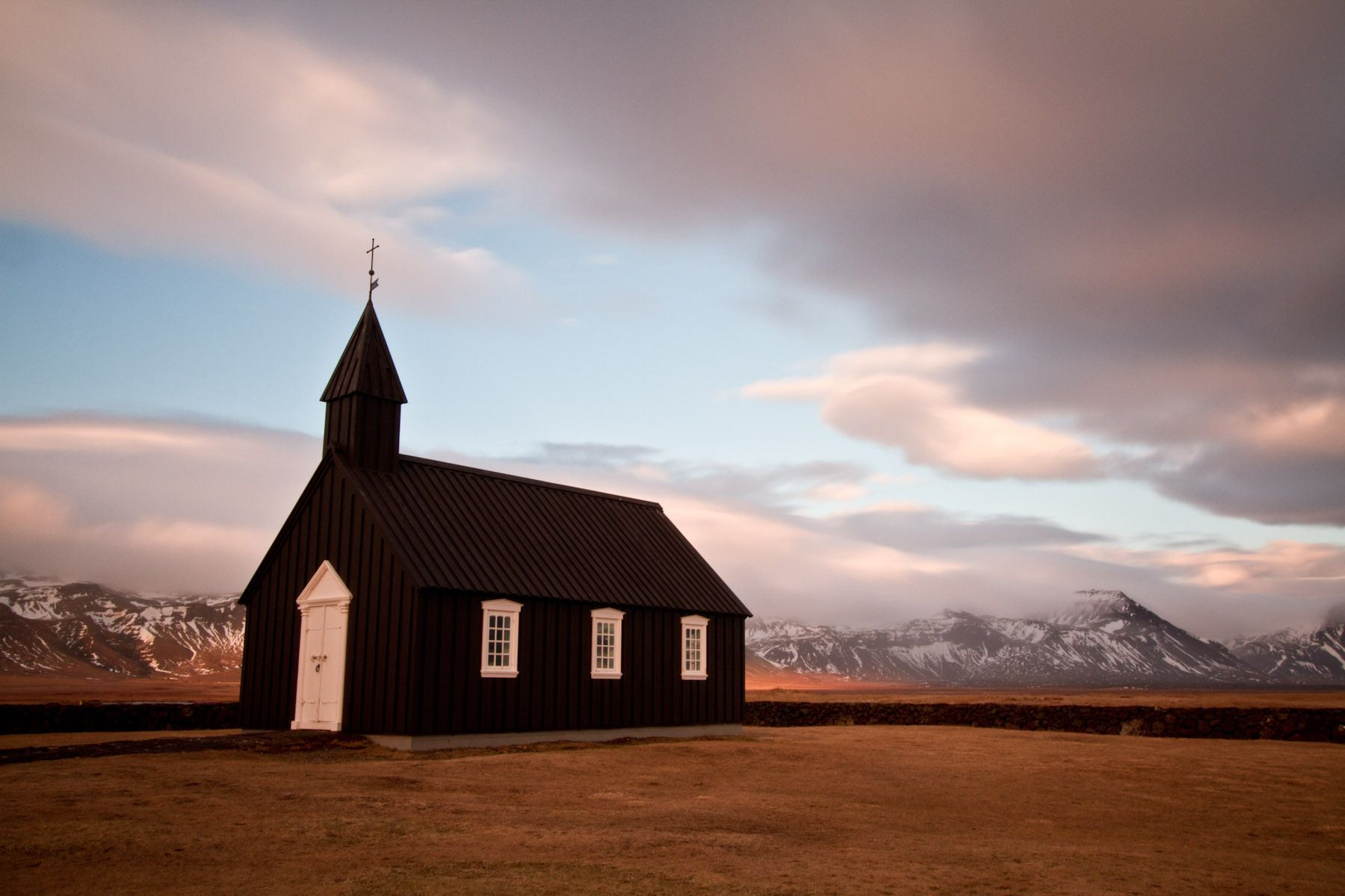 Black church at Búðir