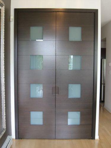 CLOSET DOOR Project# 563Quarter Cut WalnutDiffused Lami Glass insertsIntegrated Pull