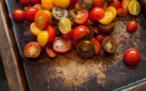 ZC8X0372 Roasting tomatoes_LB.jpg