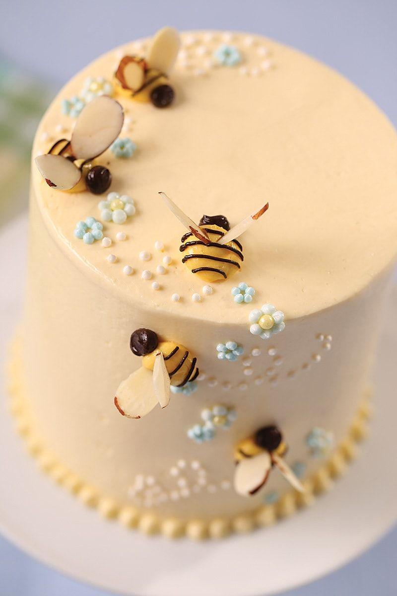 Lou-Manna-Buttercream-Honey-Bee-Cake