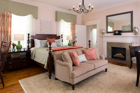 Ashford-Acres---Guest-Rooms---Maple-Suite---June-2017-(1).jpg
