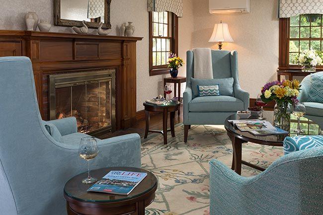 old-harbor-inn-interiors-living-room-june-2016-1.jpg