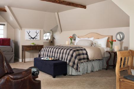 Colorado inn bedroom - interior photograph.jpg